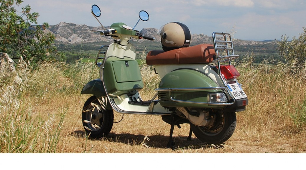 Retro style 125cc scooters available for rental at µ/.?Vlassic Bike Esprit, St Rémy de Provence